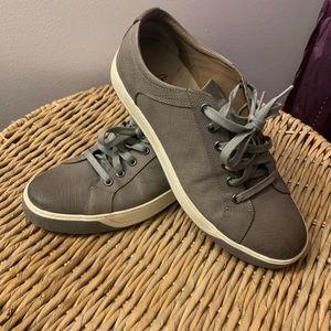 Men's grey sneaker